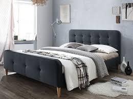 chambre avec tete de lit capitonn un lit capitonné pour une chambre stylée joli place