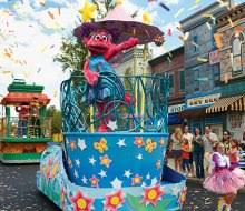 Sesame Place Halloween Parade by Free Nyc Halloween Parades For Kids Mommypoppins Things To Do