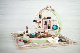 sally backt kosmetikkoffer torte