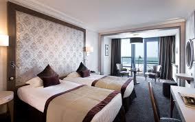 hotel et dans la chambre hotel 5 étoiles vue mer à malo bretagne