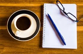 telecharger un bloc note pour le bureau vue de dessus table de bureau avec bloc notes stylo verres et