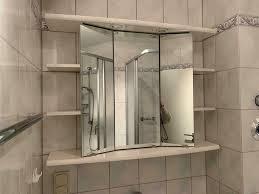 alibert schrank badezimmer weiß viel stauraum spiegel beleuchtung