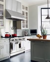 Whether Youre Mixing Materials Or Colors Mismatching Countertops Is An Excellent Way To Make A Strong Statement In Kitchen Draw Attention