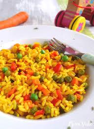 kinder paella mit buntem gemüse ein vegetarisches