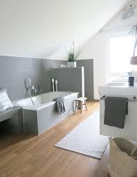 laminat im bad klar dazu passt ein grau weißes interieur