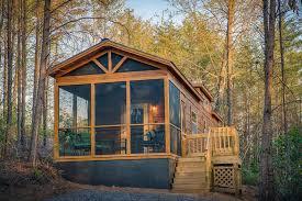 Green River Log Cabins Builds Custom Park Models in 3 Weeks Tiny
