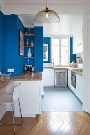 cuisine ouverte surface comptoir niches intégrées grand surface de plan de travail dans