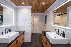 75 moderne badezimmer mit holzdecke ideen bilder april