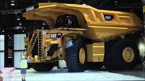 100 Cat Mining Trucks Biggest Dumptruck In The World Erpillar 797F YouTube