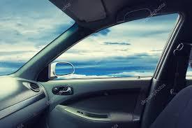 d une voiture volée avec la fenêtre ouverte photo 115035322