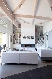 wohnzimmer in weiß mit hoher decke und bild kaufen