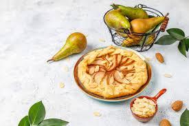 hausgemachte birnen galette torte mit mandelblättern und