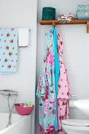 bunte bademäntel im badezimmer mit bild kaufen