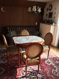 esszimmer vitrine tisch und vier stühle englischer stil