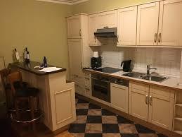 küchenzeile im wohnzimmer bild louisa s place berlin
