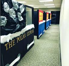 Winning Christmas Door Decorating Contest Ideas by Christmas Office Decorating Ideas For The Door Woman Wins