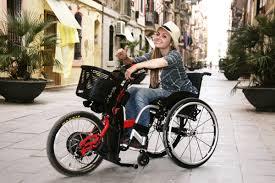 fauteuil roulant manuel avec assistance electrique les handbikes adaptables à la plupart des fauteuils roulants manuels