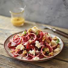 rote bete salat mit schafskäse und walnüssen