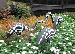 Halloween Yard Stake Lights by Spooky Glow In The Dark Flamingos Light Up Your Lawn Halloween