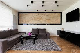 städtische wohnung grosses wohnzimmer mit sofa grau