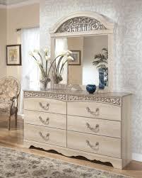 elegante und antike kommode mit spiegel home dekoration