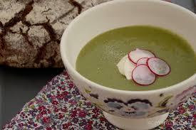 comment cuisiner les fanes de radis soupe de fanes de radis les mains à la pâte les mains à la pâte