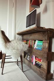 diy tutorial build a desk from a wood pallet bigdiyideas com