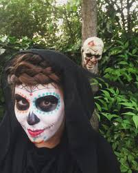 Halloween Half Mask Makeup by 62 Incredibly Easy Halloween Makeup Ideas Worth Trying This Halloween
