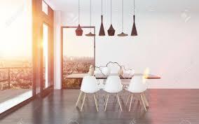 moderne essecke im wohnzimmer mit vier stilvollen deckenbeleuchtung über einem tisch und stühlen mit großen sichtfenster blick auf die stadt 3d