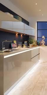 griffmulde küchensockel und led spots am oberschrank hier