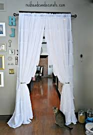 Living Room Curtains Ideas Pinterest by Best 25 Doorway Curtain Ideas On Pinterest Diy Door Instalation
