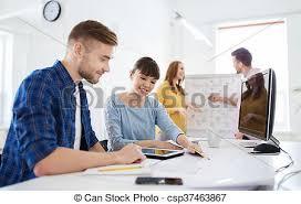 equipe bureau plan équipe bureau créatif plan concept gens bureau