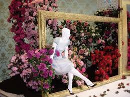 vitrine fete des meres fleuriste mothers day window display florist window displays