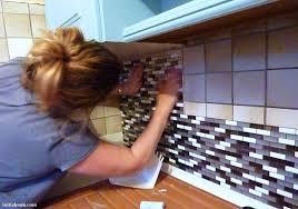recouvrir carrelage plan de travail cuisine test le carrelage adhésif par smart tiles initiales gg
