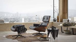 Eames Lounge Chair:Storia E Caratteristiche Di Un'Icona Vitra Eames Lounge Chair Design Charles Et Ray 1956 Mid Century Modern Replacement Steel Swivel Lcw Replica Wood Chair Plywood Group Diiiz Ottomann Polished Black Sides Walnut New Size Ottoman Modterior Usa Herman Miller And White Ash In Mohair Supreme With Classic Black 2019 Leather Walnut The Conran Shop