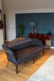 restaurer un canapé le canapé a été entièrement restauré tissu changé assaini