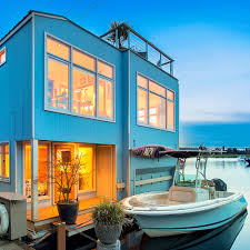 100 Lake Union Houseboat For Sale On Seattles Coastal Living