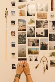 No Frames Needed 6 Ways To Hang Pictures In Your Dorm Room