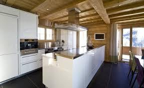 cuisine chalet moderne chic et confort pour un chalet à chamonix chic cuisine and