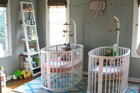 décorer une chambre de bébé idée déco chambre bébé jumeaux bébé et décoration chambre bébé