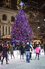 Ge 75 Ft Christmas Trees by Snow Falling Christmas Tree Christmas Lights Decoration