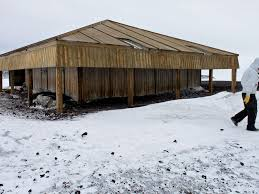 104 Antarctica House Preserving Antarctic History Means Chipping Out Tons Of Ice From Between Floorboards Smart News Smithsonian Magazine