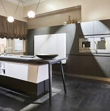 starke kontrastreiche küche in marmor optik häcker küchen