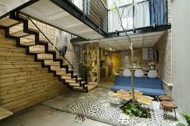 offene treppe aus holz als highlight für die moderne einrichtung