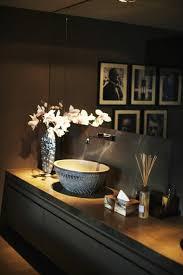 dekorieren sie badezimmer in dunklen tönen wagen sie es