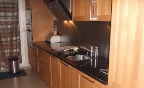 cuisine bois plan de travail noir cuisine en bois massif avec un plan de travail en granit noir