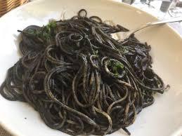 pates encre de seiche spaghettis à l encre de seiche aux calamars exceptionnel pâtes au