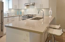 cuisine beige plan travail cuisine quartz plan de travail de cuisine en quartz