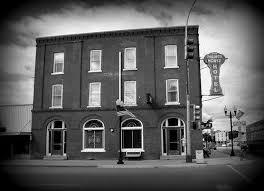 Dresser Palmer House Ghost by Přes 25 Nejlepších Nápadů Na Téma Palmer House Na Pinterestu Doors