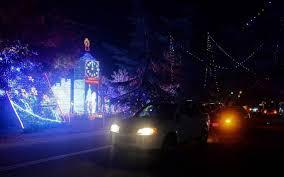 Christmas Tree Lane Fresno by Christmas Tree Lane Turns On Its Lights The Fresno Bee